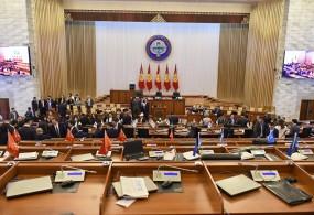 Жогорку Кеңештин депутаттары кызматтык батирлердин баш тарткысы келбей жатат