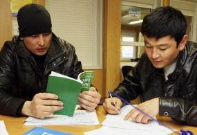 Кыргызстандык мигранттардын мыйзамсыз иштеши жумуш берүүчүлөрдүн айынан дагы болууда