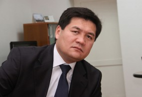 Венециялык комиссия жана Акыйкатчы Кыргызстан Конституциясына өзгөртүүлөрдү дыкааттык менен талкуулоого чакырды