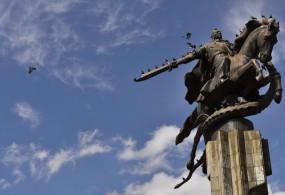 """Казакстандыктар биздин өлкө тууралуу сөз салганда, биринчи кезекте """"Манасты"""", тоолорду жана революцияны эстешет"""