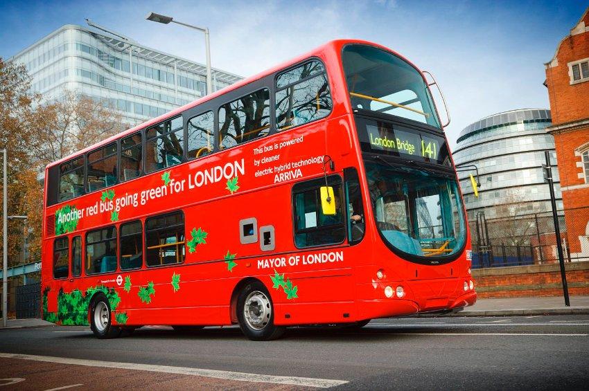 Лондондо автобустардын ичине м...
