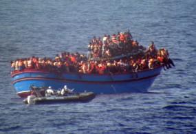 Жер Ортолук деңизде 700дөн ашык мигранттар Европага жете албай, сууга чөктү