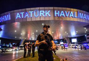Стамбулда 9,5 миллион долларды мыйзамсыз ташып бара жаткандардын арасында кыргызстандык чыкты