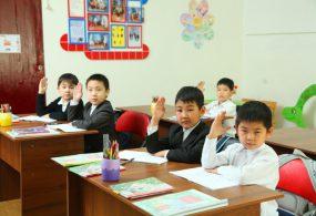 Мектеп окуучуларын сабактан чыгарып салууга тыюу салынды