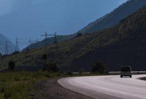 Жол кырсыгынан улам жабылган Бишкек — Ош жолунун эки тарабы тең кыймылга ачык