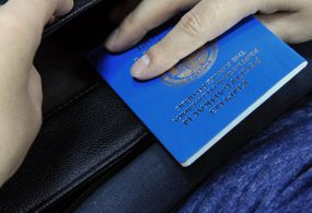 Кыргызстанда чет өлкөгө чыгуу үчүн паспортторду берүү кадимки нукка түштү