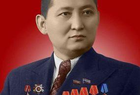 """Исхак Раззаковго """"Кыргыз Республикасынын баатыры"""" эң жогорку даражалуу наам ыйгарылды."""