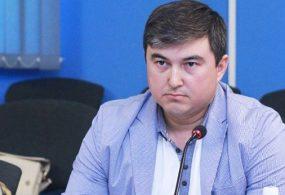 Терроризмди каржылоого айыпталган экс-депутат Максат Кунакуновго 30 жыл түрмө жазасын сурап жатышат