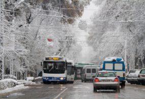 Кечээки жаан-чачын Бишкек көчөлөрүндө узун тыгындарды жаратты