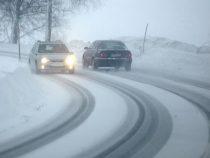 В Ошской области из-за сильного ветра на трассах образовались снежные заносы