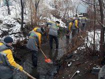 «Бишкекзеленхоз» продолжает очищать коллекторно-дренажные сети столицы