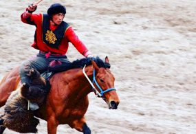 Форму игрока кок-бору Манаса Ниязова продали за 80 тысяч сомов