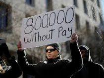 Около 800 тыс. американских госслужащих не получили зарплату