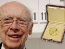 Лауреата Нобелевской премии лишили почетных званий из-за скандальных высказываний