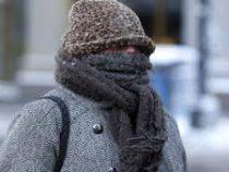 Косметологи назвали главную опасность, которую несёт обычный шарф