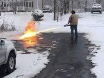 Американец огнеметом почистил снег перед домом