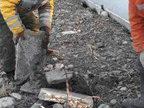 Парк Ататюрк в Бишкеке очищают от строительного мусора