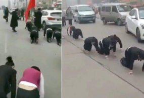Видеошок: Китайская компания придумала унизительное наказание для сотрудников