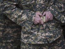 В Майлуу-Суу произошла драка между солдатами. Один ранил другого