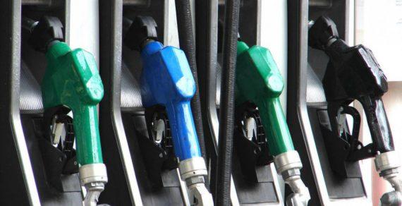Кыргызстан и Казахстан начали переговоры о беспошлинных поставках нефтепродуктов