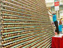 В Индии испекли самую высокую башню из кексов