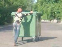 Жители Днепра украли новые мусорные баки, чтоб квасить в них капусту