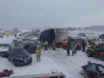 На трассе Висконсина столкнулся 131 автомобиль