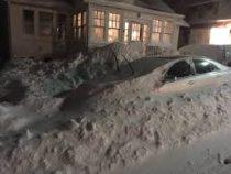На столицу Канады обрушился мощный снегопад