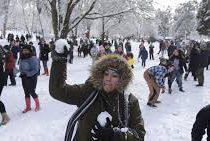 Массовую игру в снежки устроили в США