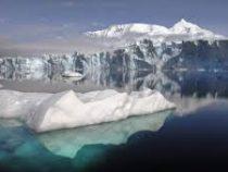 В Антарктиде откалывается айсберг размером с два Нью-Йорка