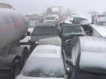 В Канаде в результате снегопада столкнулись 70 машин