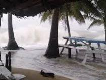 Сильный шторм и снегопад обрушились на Гавайи