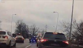 Автовор заехал на другую машину, убегая от полиции
