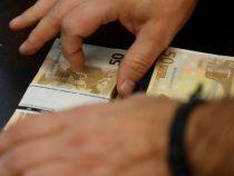 В испанской деревне появился таинственный даритель денег
