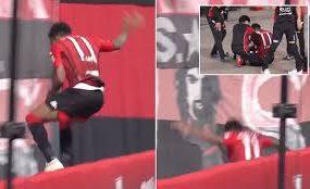 Футболист упал в трехметровый ров, празднуя гол