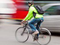 Психологи рассказали о научных корнях ненависти автомобилистов к велосипедистам