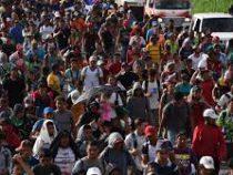 Новый караван мигрантов начал движение через Мексику к США