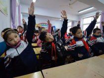 Учительница заставила шумных детей бить самих себя