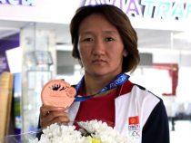 Айсулуу Тыныбекова стала трехкратной чемпионкой Азии по борьбе