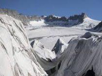 Мощный снегопад обрушился на французские Альпы