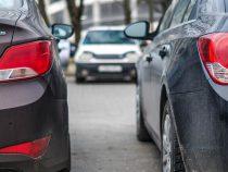 Близнецы 20 лет «делились» водительскими правами, но всё закончилось из-за облысения