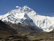 Самый высокий пик Земли Эверест измерят заново