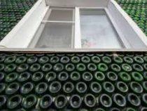 Мужчина построил дом из 40 тысяч бутылок