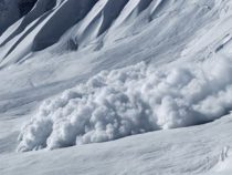 Во время схода лавины в Ак-Суйском районе пострадали два сотрудника Минтранса