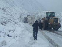 Проезд авто на крупных магистралях страны не затруднен, за исключением трассы Каракол-Энилчек