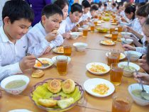 Число школ, охваченных программой горячего питания, растет
