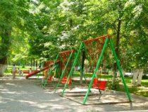 Детские площадки на бульваре Эркиндик убирать не будут