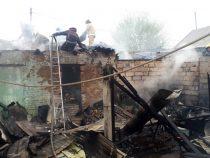 Пожар в частном доме по улице Бейшеналиевой локализован