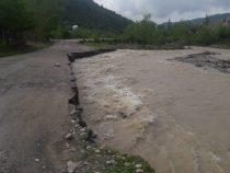МЧС укрепляет берега реки Кожо-Ата