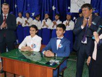 В Узгене открыли парту героя космоса Салижана Шарипова